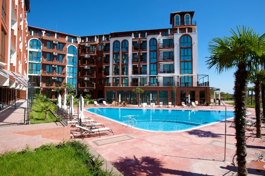The Apartment Complex - Just Look at That Pool!