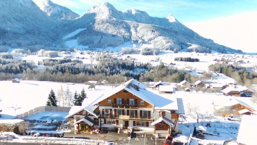 Chambre au calme dans un petit village de montagne