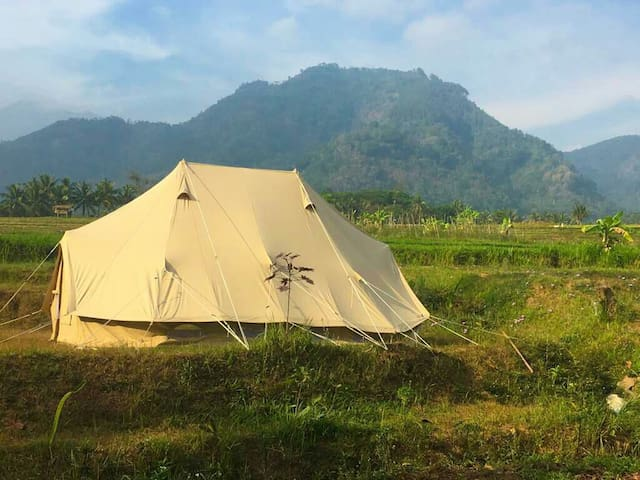 Glamping Sitinggil,private garden,views,hot shower