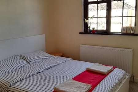 Cozy room,Huge bed ,breakfast! - Dublin