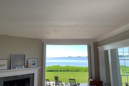 Direct Waterfront Home- Enjoy all Summer Long