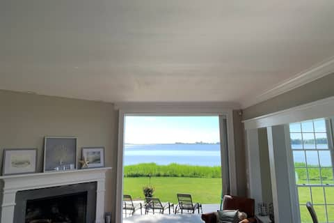 Direct Waterfront Home - Lighthouse view
