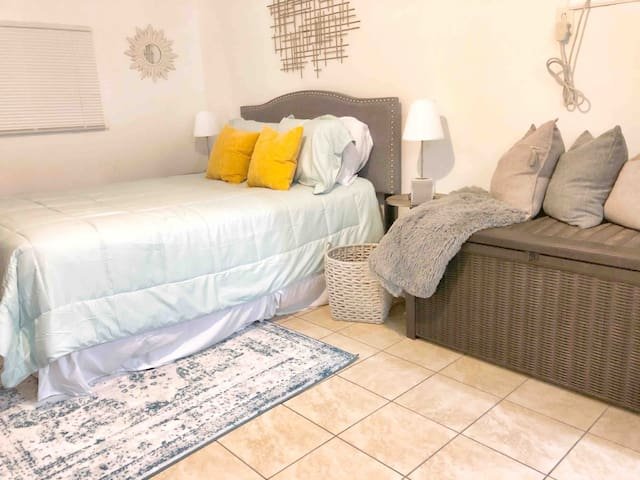Private Pool & Netflix in Heart of Downtown WPB