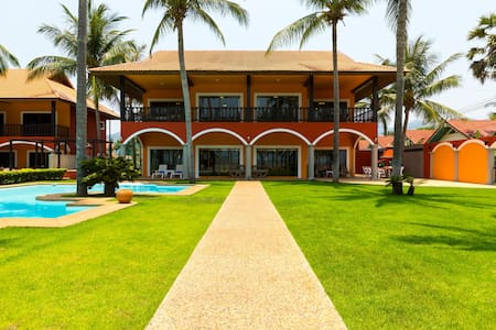 Absolute Beach Front Luxury Villa 2