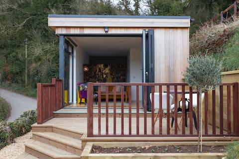 The cabin, a retreat in on the edge of beauty