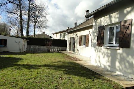 étage avec entrée privée dans maison individuelle - Fontaine-le-Comte - Hus