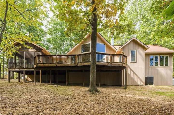 Wily Squirrel Lodge- Pet Friendly-Mountain Retreat