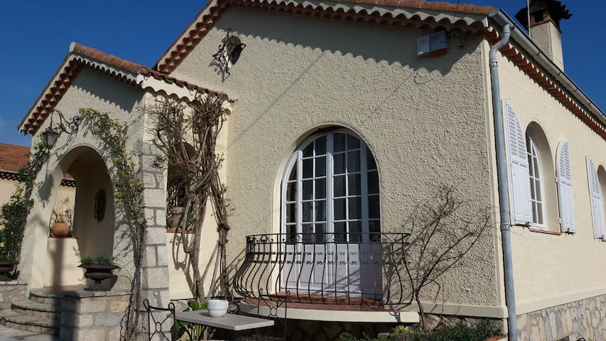 4 BEDROOMS IN HOUSE NEAR THE SEE -  STUDENT / HOST - Antibes - Dom