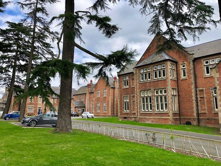 Prestigious Grade 2 Listed Building