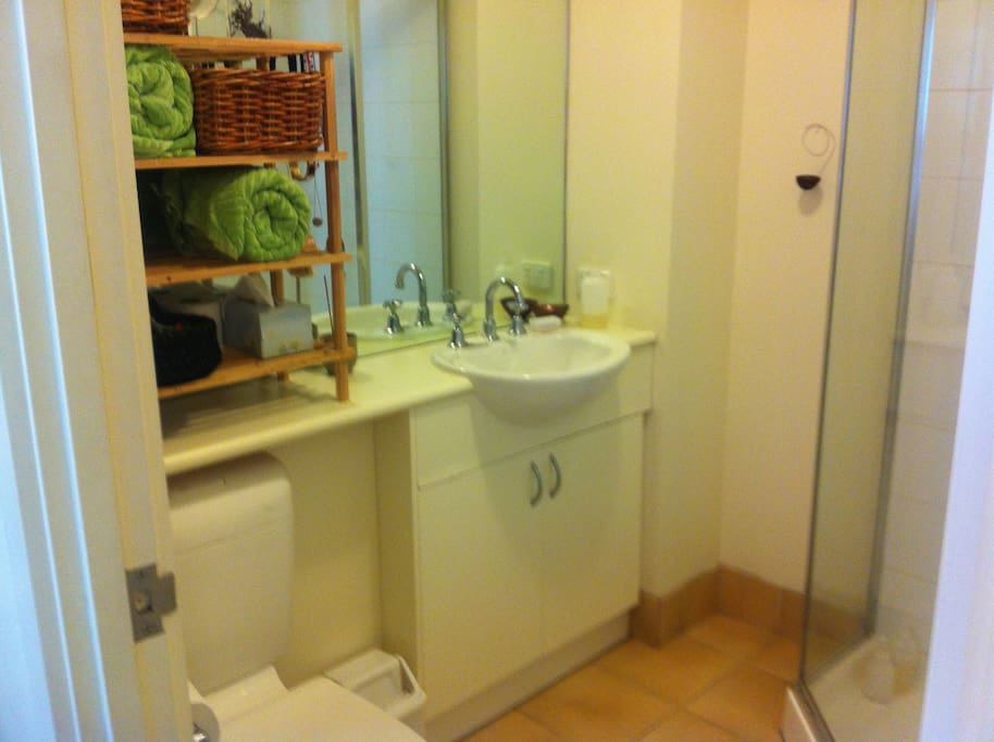 Spacious bath room with towels and basic toiletries