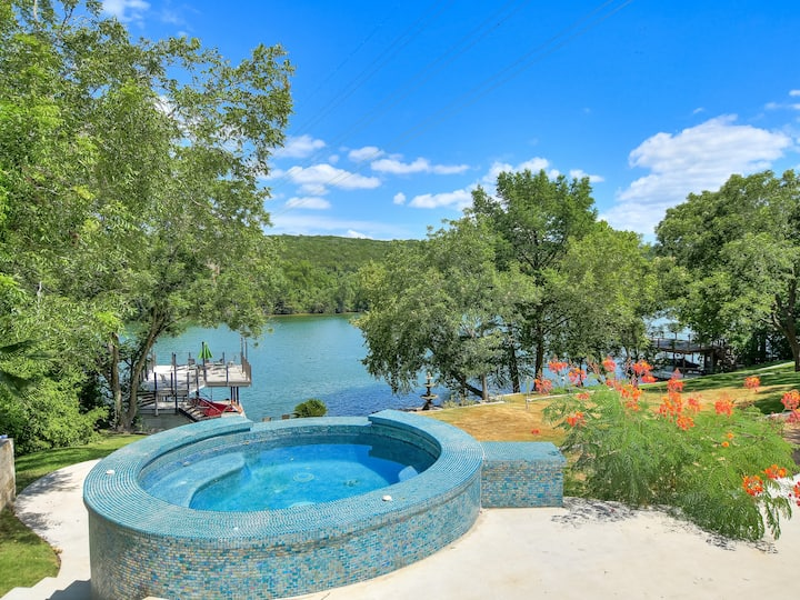 THE ABOVE BUNGALOW ON LAKE AUSTIN