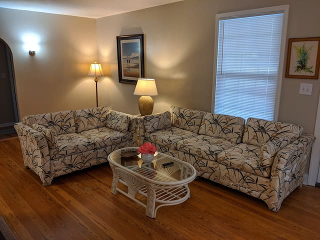 Historic Uptown Bungalow, 1 mile from Downtown SP!