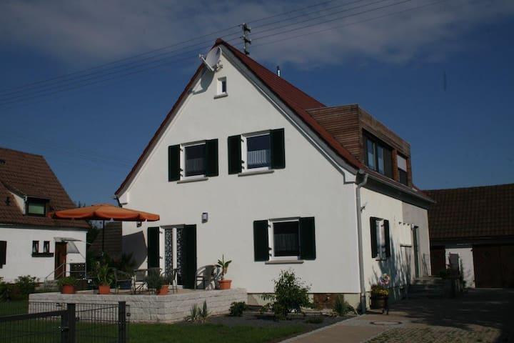 4-Sterne-Ferienwohnung Vogelhäusle EG barrierefrei - Kötz - 아파트