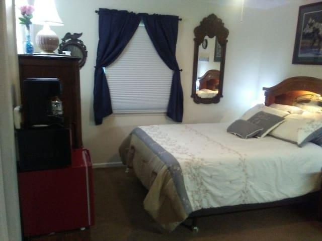 Appliances, Dresser, Window, Mirror and Queen Bed