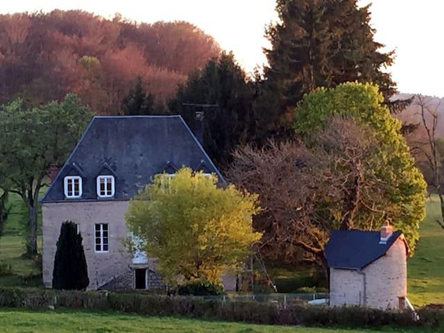 Lavault-de-Frétoy : Petit Manoir de Frétoy, Morvan