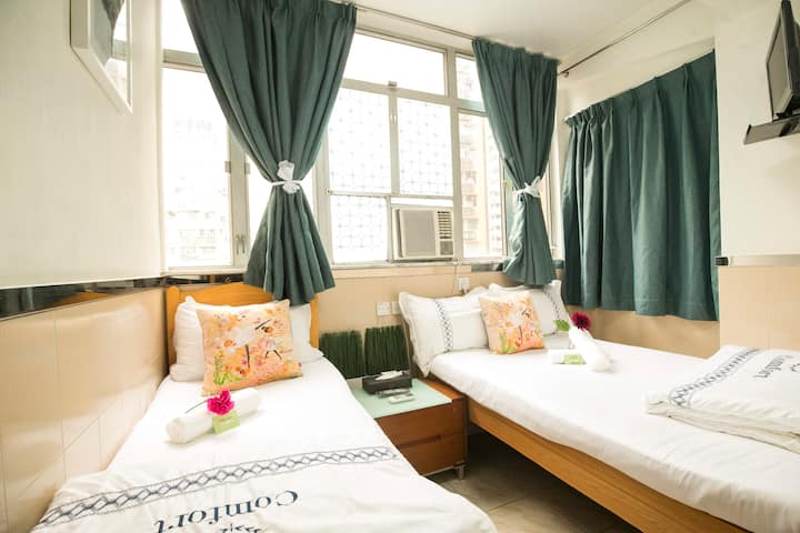 TWIN ROOM ( 雙床房)