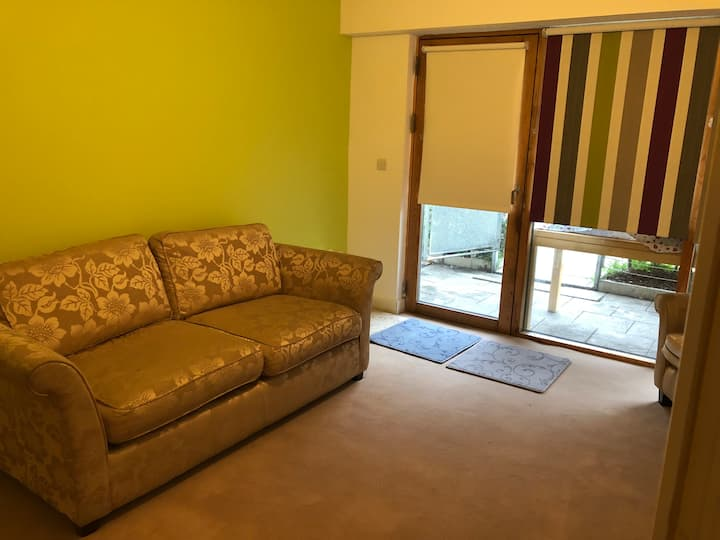 Near airport 1 bed apartment. Free secure Parking