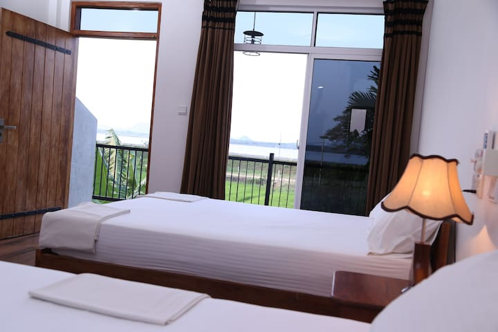 The Serene Park - Deluxe Double Room - Lake View