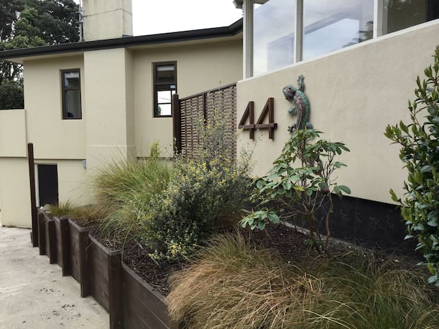 Private room in character home - Paraparaumu