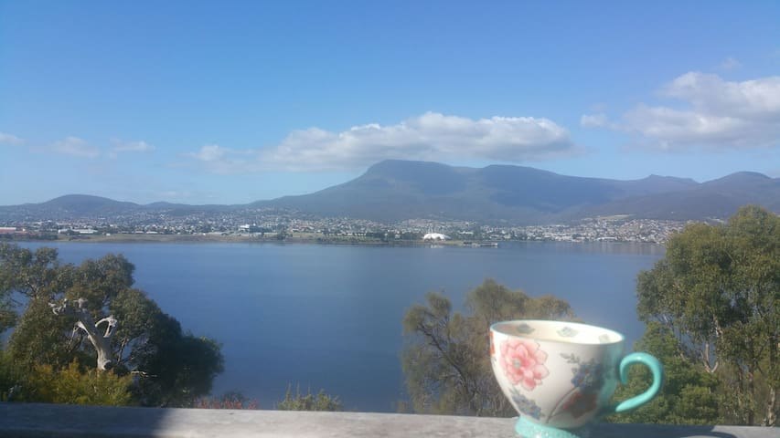 True Waterfront, Peace and Privacy - Hobart