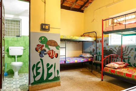 Calangute Hostel 4 Beds and Rooms - North Goa