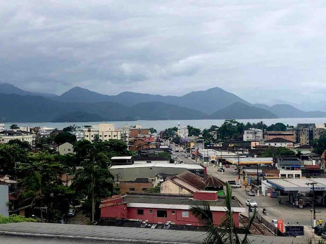 Suíte até 3 pessoas no Itaguá com vista para o mar