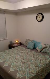 Homestead away from Home (1st Floor Room) - Greeley - Apartamento