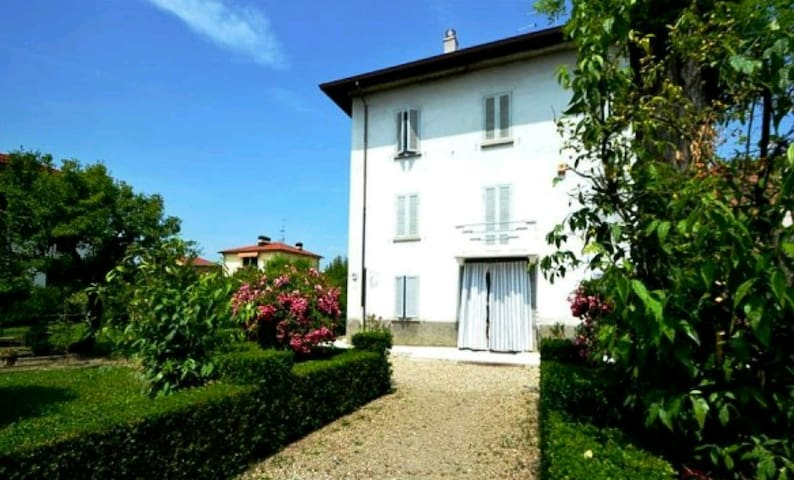 Nice historical house with garden - Collecchio - Apartment