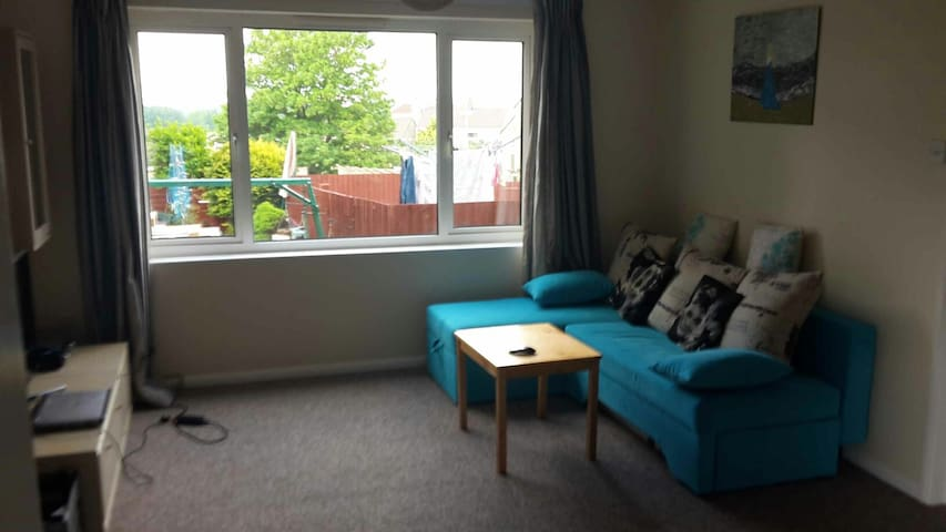 Nice, bright flat with garden and breakfast
