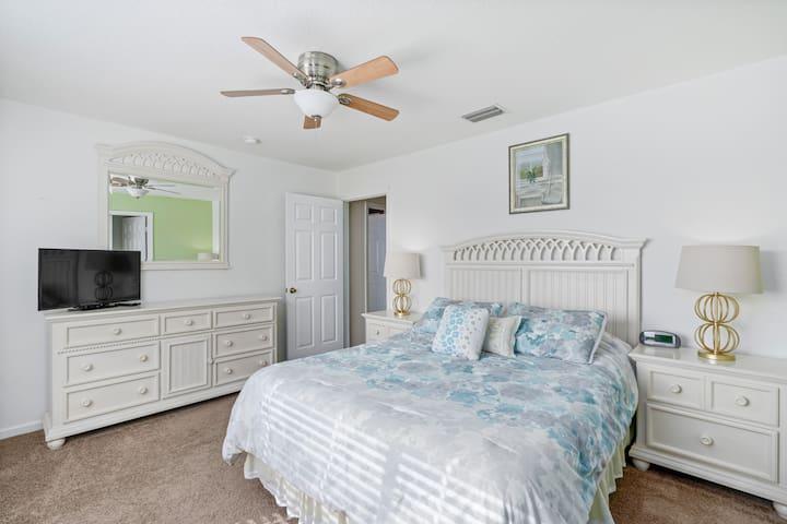 Queen bedroom with walk-in wardrobe