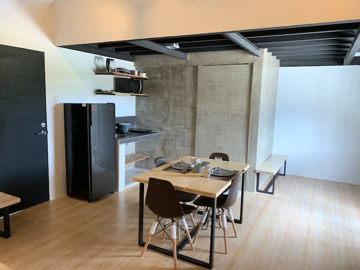 (J) Peaceful Modern Loft with Netflix