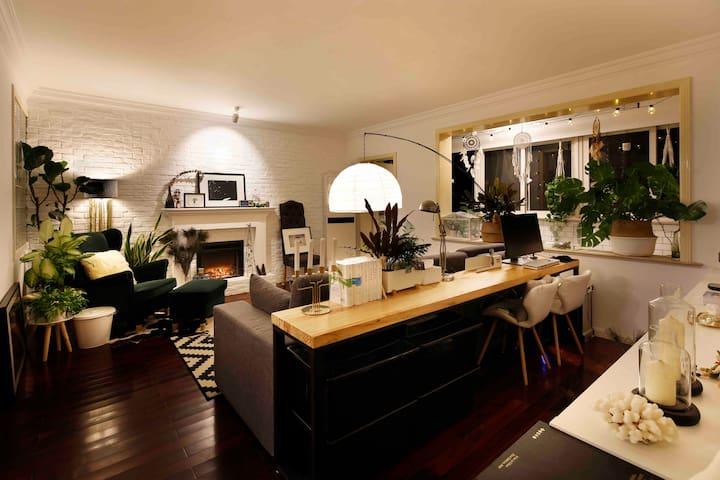 全五星高评分中山公园150㎡公寓 畅享超大空间 临近地铁2.3.4号线直达浦东虹桥机场 虹桥火车站
