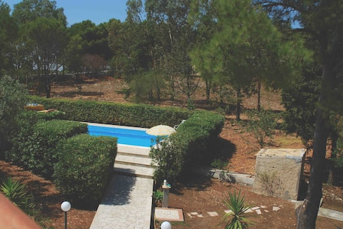Villa with swimming pool and tennis court