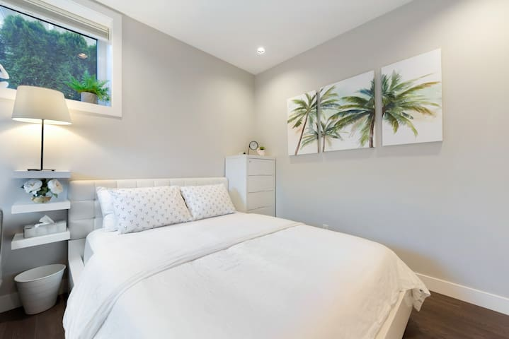 Modern and Cozy Burnaby Guest Studio