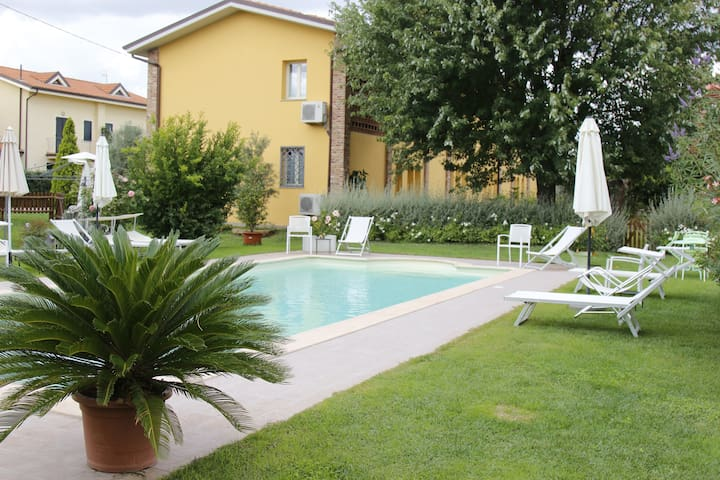 apartment with pool Villa Gabriella