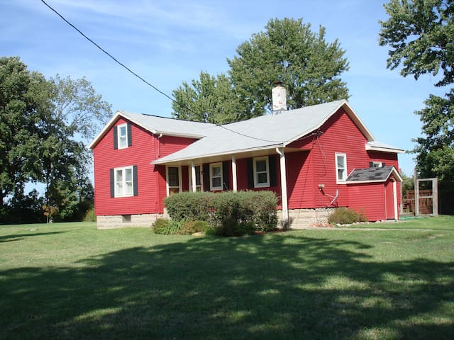 Red Barn Dairy Farm - Serene Stay - Oberlin - Bed & Breakfast