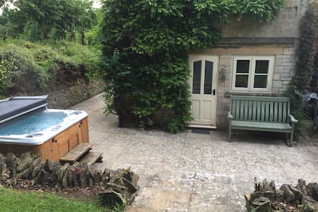 Self contained Annex with Hot tub - Winchcombe - Byt