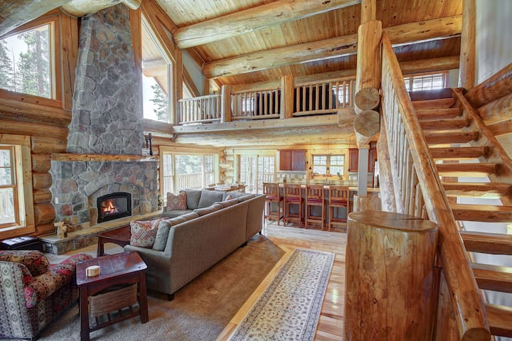 Open floor plan with lofted ceilings and large windows!