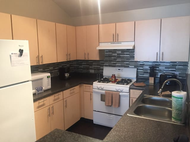 Beautiful 2BR/2BA in Naperville