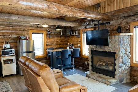 Beautiful renovated Log home with spectacular view