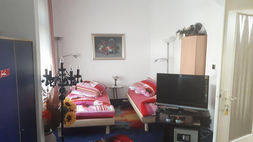 Privatdoppelzimmer mit Couch in Kronberg Ts
