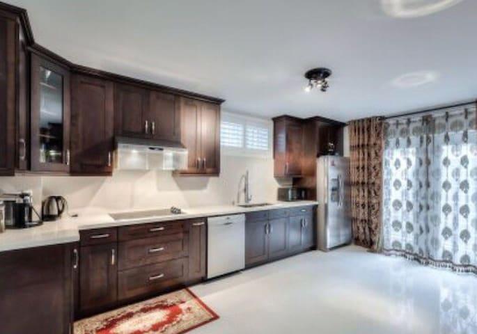 Toronto luxury family home near Yonge st