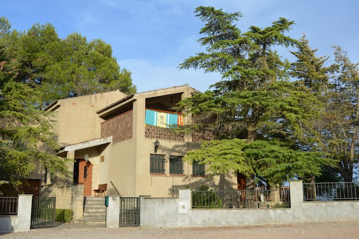 Cal PEP de Tarrés: Una casa familiar con encanto.