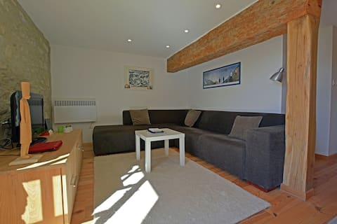 Pleasant Villa in Alzonne with Terrace, Garden, Sun-loungers