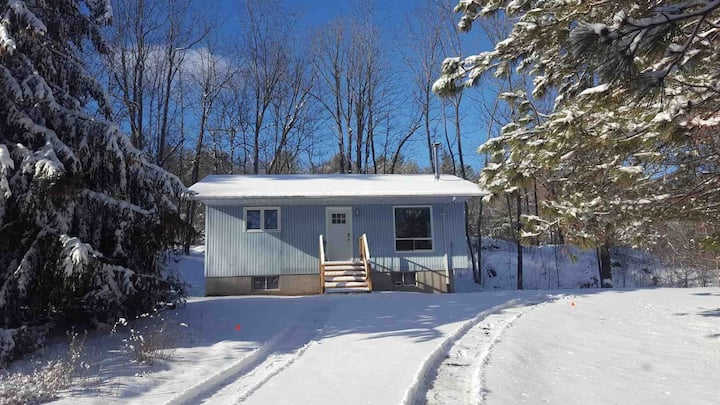 2 Bedroom cottage on Loon Lake!