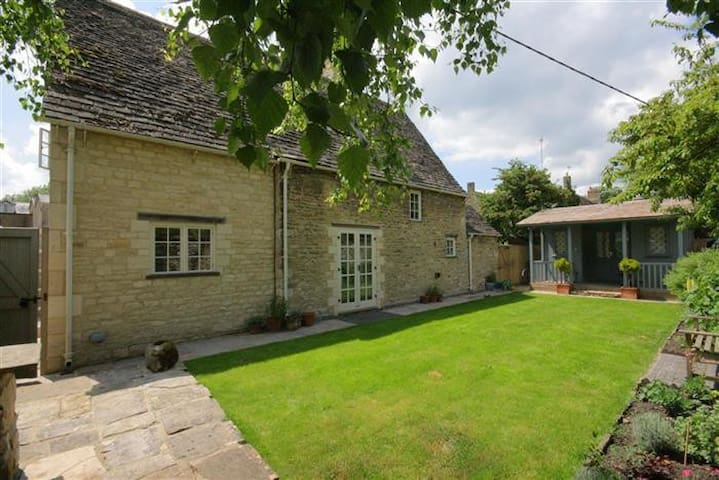Church Cottage, Burford. - Burford - บ้าน