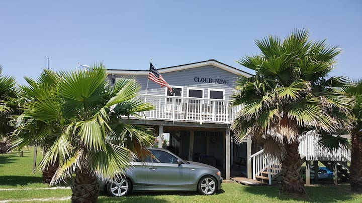 Cloud Nine beach cottage 1 hour drive from Houston