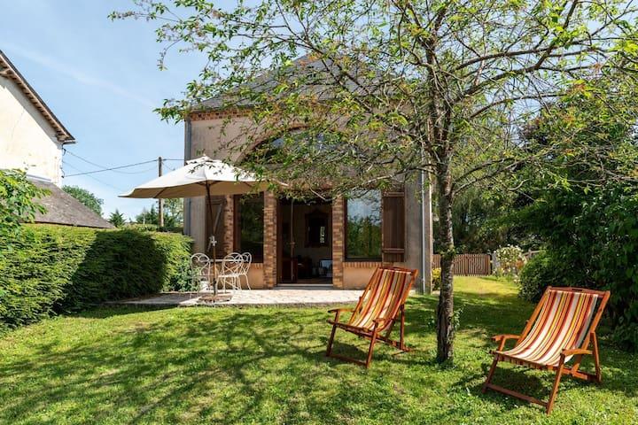 Bonita casa de vacaciones con jardín en Morogues