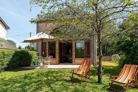 Quaint Holiday home in Morogues with Garden
