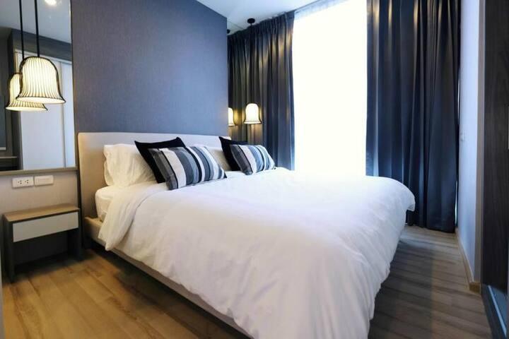 Deluxe 3 Bedrooms condo/near MRT
